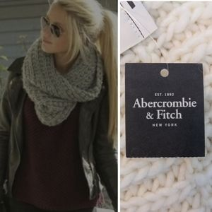 NWT Abercrombie Chunky Cable Knit Infinity Scarf